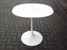 BIST01WH Contemporary Style White Pedestal Drinks Table