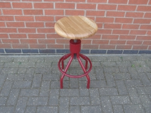 WRSV24 Swivel Stool With Wooden Top