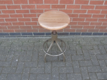 WTGSV23 Swivel Stool With Wooden Top
